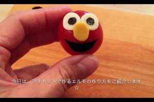 """How to make """"Elmo"""" using a cherry tomato!(kyaraben) プチトマトで簡単""""エルモ""""の作り方♪ (キャラ弁)"""